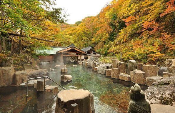 秋の宝川温泉