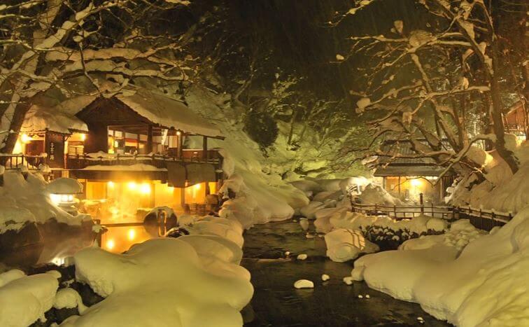 冬の宝川温泉