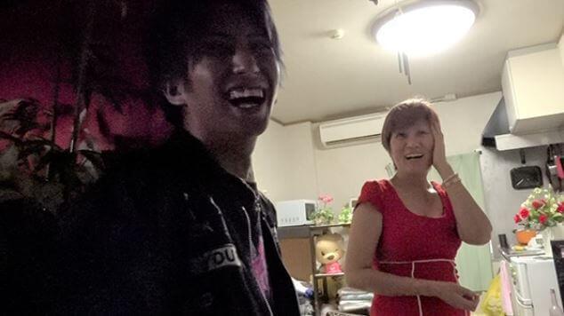 レオ(霧咲虹音)と母親